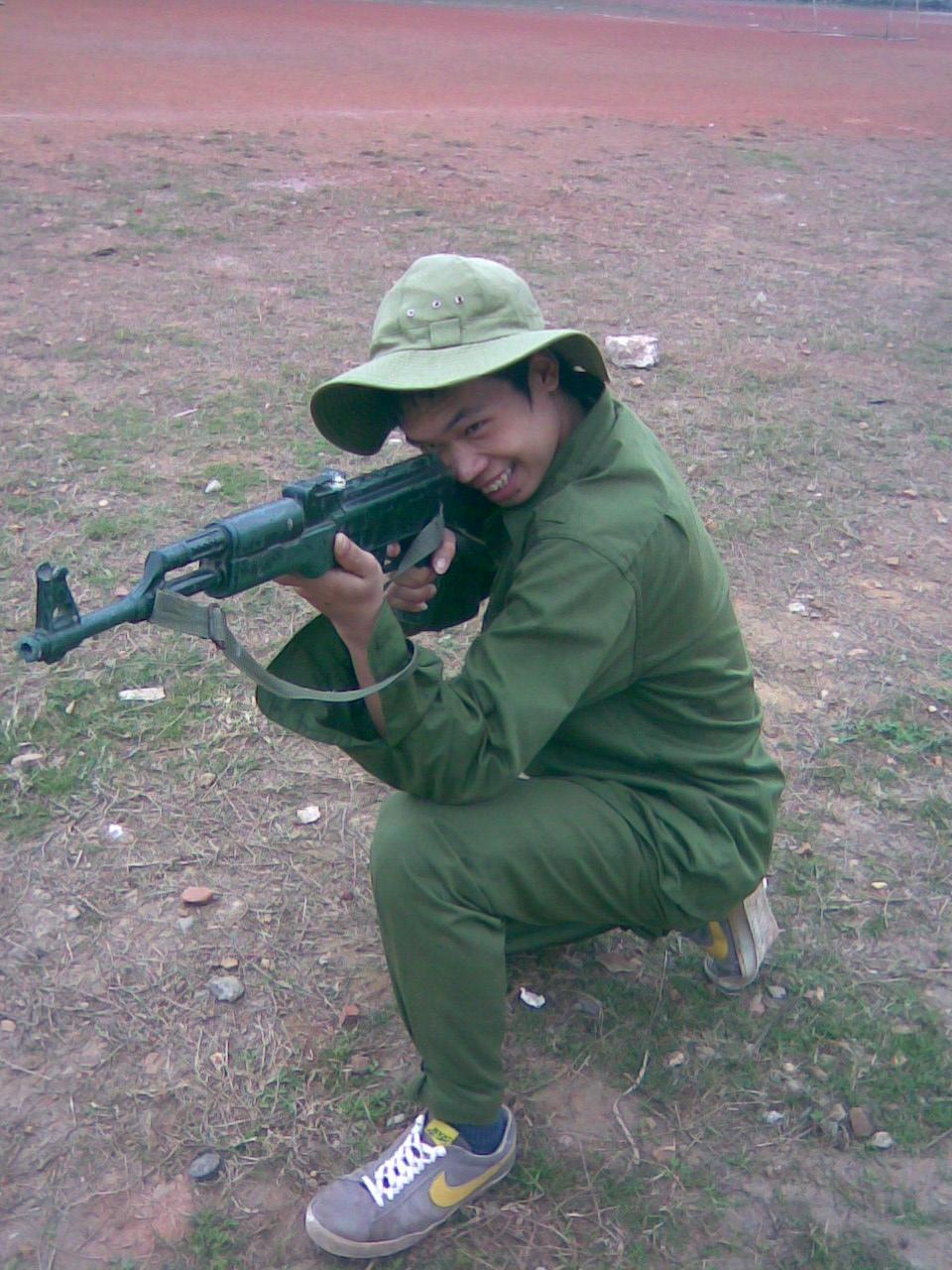 Tập bắn súng tại Xuân Hòa
